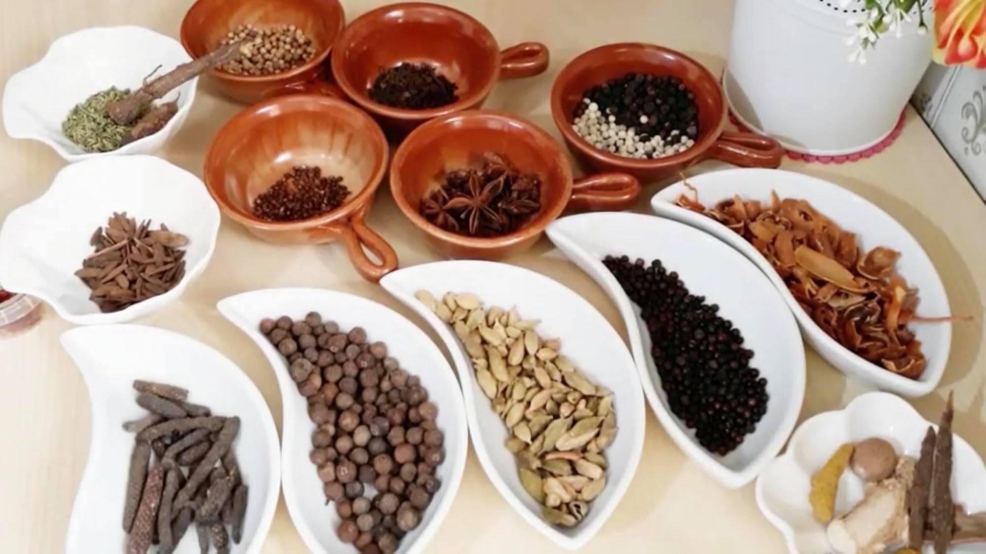 مكونات راس الحانوت المغربي
