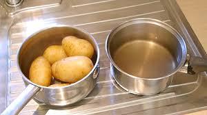 صعوبة تقشير البطاطا، لنغير روتين المطبخ